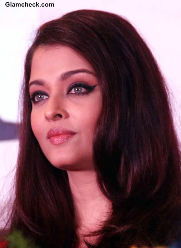 Winged Eyeliner With Pencil: Aishwarya Rai Winged Eye Makeup 2013