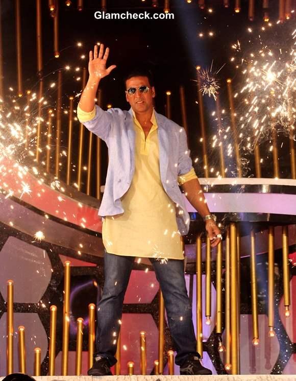 Akshay Kumar Promotes Boss on Dance India Dance