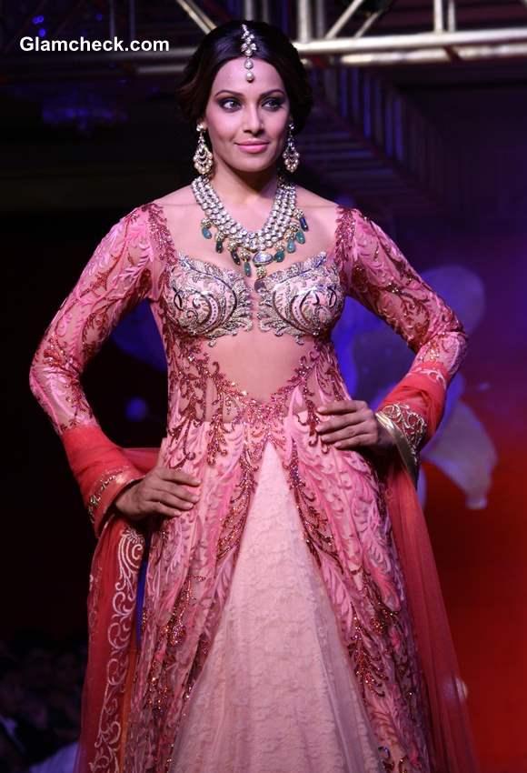 Bipasha Basu for Anjalee Arjun Kapoor Jamawar Aria Couture Collection