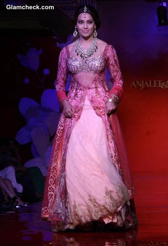 Bipasha Basu for Anjalee Arjun Kapoor Jamawar Aria