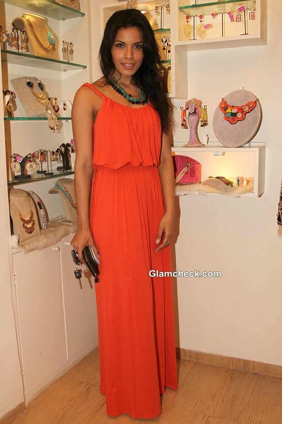 Deepti Gujral at Spyra Suvi Arya Festive Collection 2013 Preview