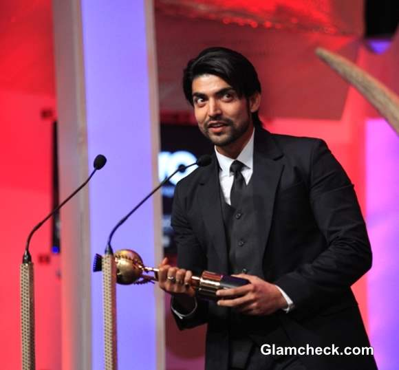 Gurmeet Chowdhary receiving the best television actor at the SAIFTA award ceremony