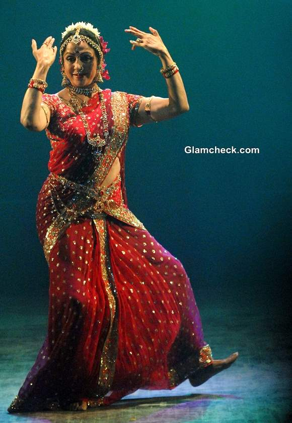 Hema Malini Performance During The Pune Festival 2013 in Pune Pictures