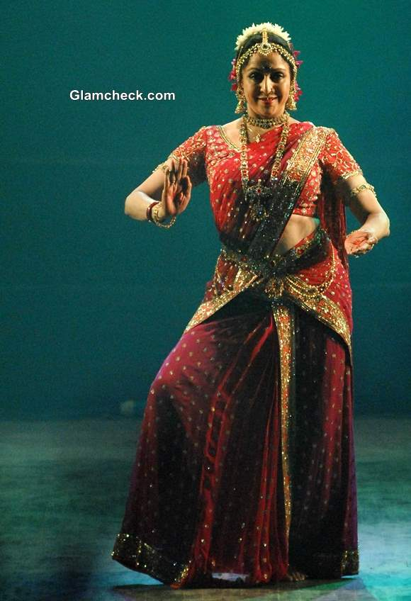 Hema Malini Performs at The Pune Festival 2013 in Pune Pictures
