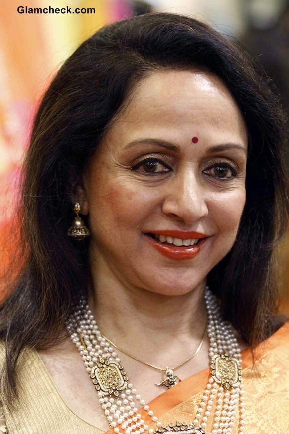 Hema Malini Promotes Neeta Lullas New Sari Collection in Mumbai