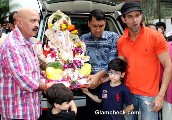 Hrithik Roshan Immerses Ganesh Idol in Mumbai with Father and sons