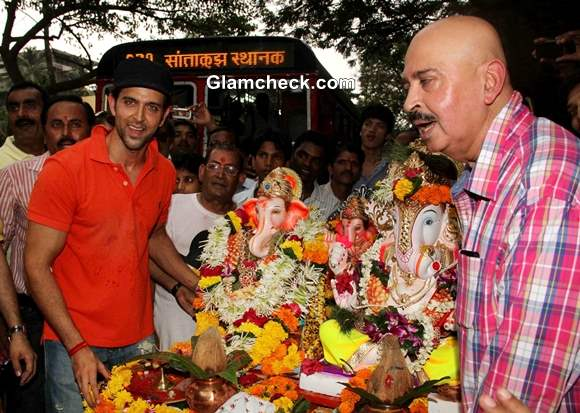 Hrithik Roshan with his father Rakesh Roshan at immersion of Ganesh idol 2013