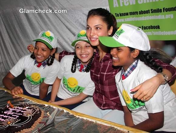 Isha Koppikar Celebrates 37th Birthday with Smile Foundation Kids