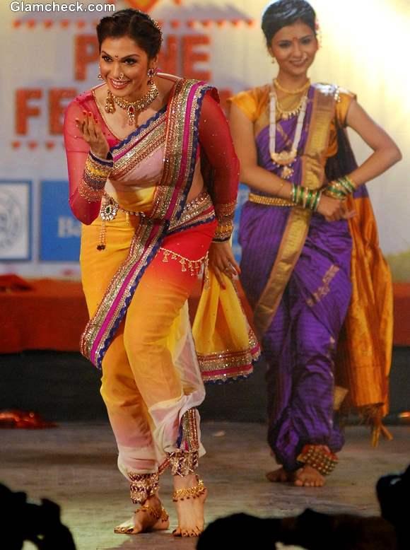 Ishaa Koppikar performs during the Pune festival 2013 in Pune