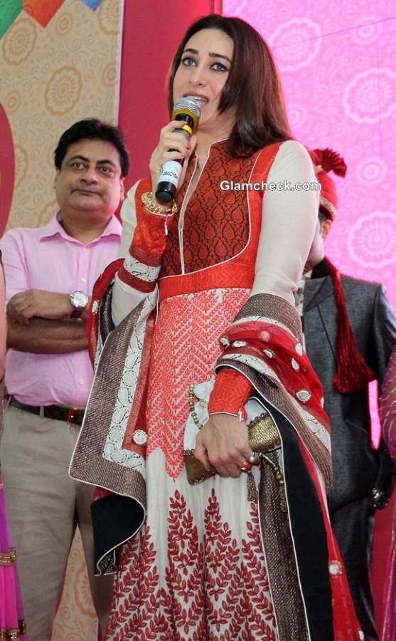 Karisma Kapoor at Vibrant Vivah Wedding Festival 2013