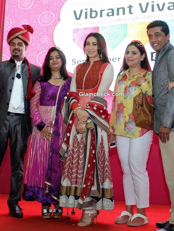 Karisma Kapoor in Anarkali at 2013 Vibrant Vivah Wedding Festival