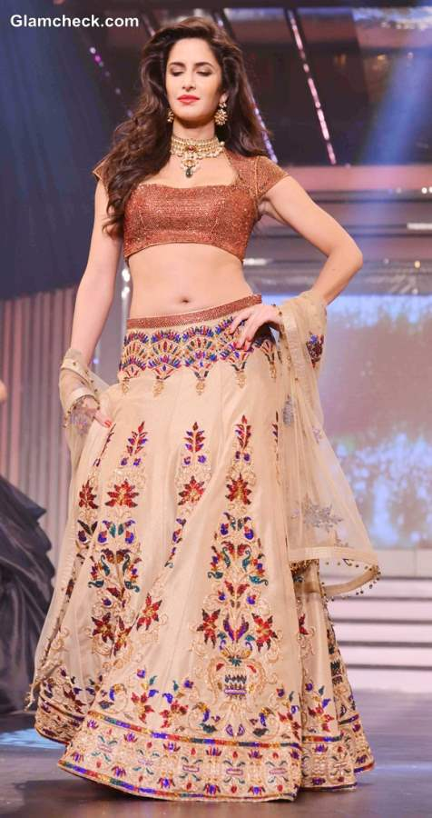Katrina Kaif in Lehenga at Yash Chopra Tribute Fashion Show 2013