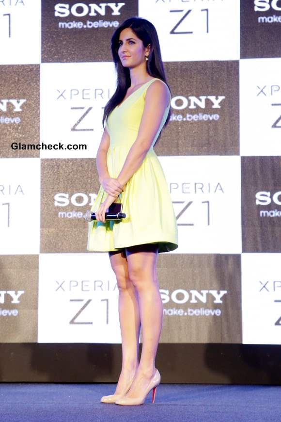 Katrina Kaif Launches Sony Xperia Z1 in New Delhi