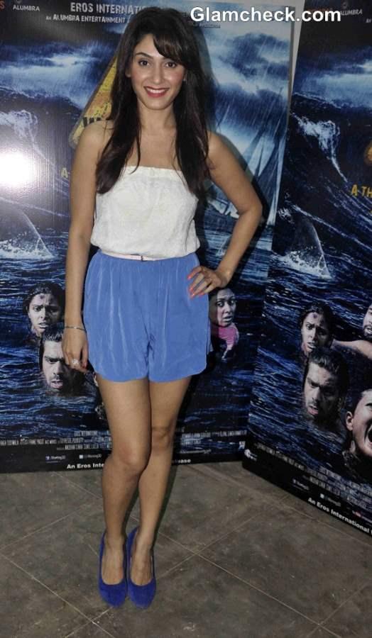 Manjari Fadnis Cast of Warning 3D