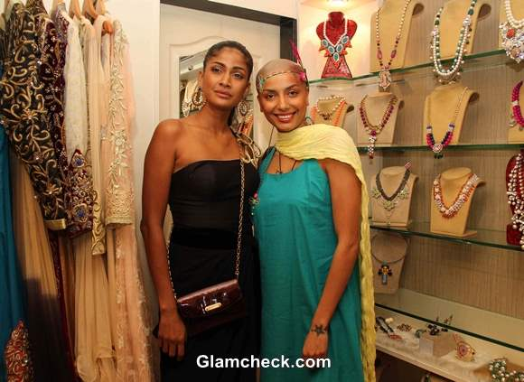 Models Carol Gracias and Diandra Soares at Spyra Suvi Arya Festive Collection 2013 Preview