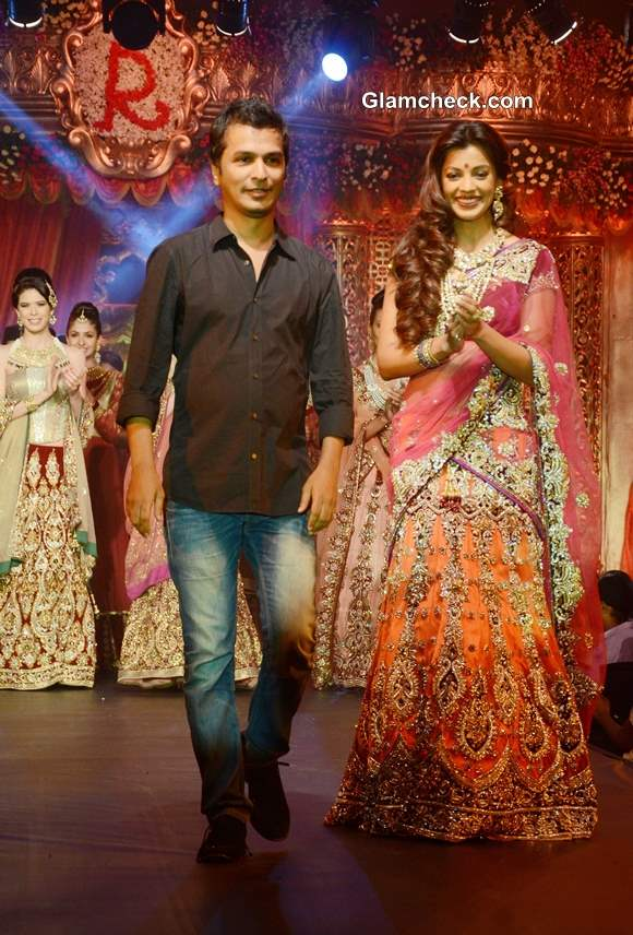 Mugdha Godse Show-stopper Vikram Phadnis Bridal Couture Collection 2013