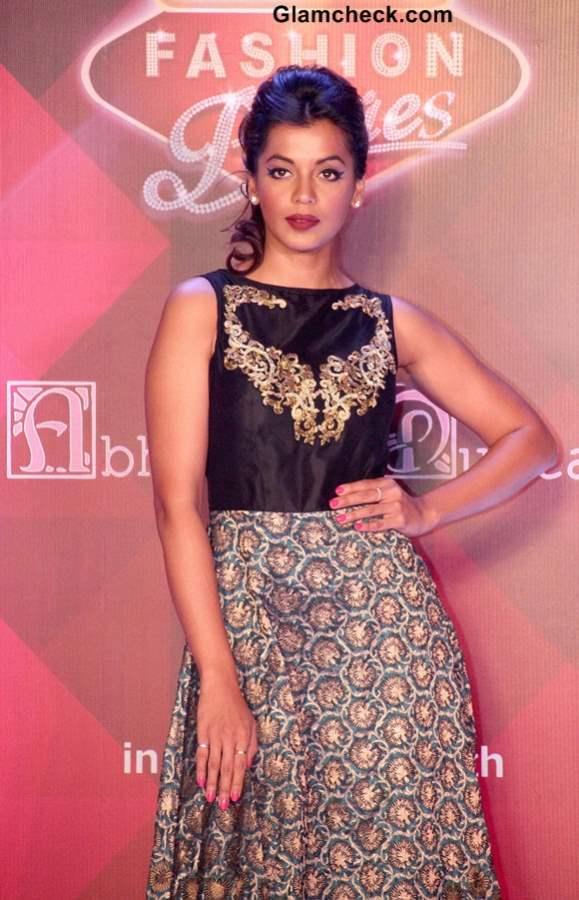 Mugdha Godse Walks for Abhishek Dutta at 2013 Signature Premier Fashion Parties