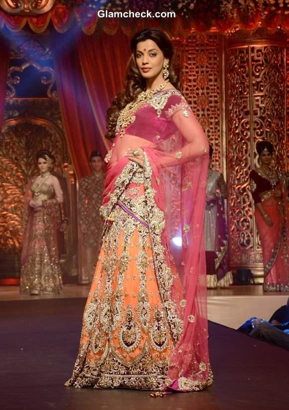 Mugdha Godse at 2013 Vikram Phadnis Bridal Couture Collection