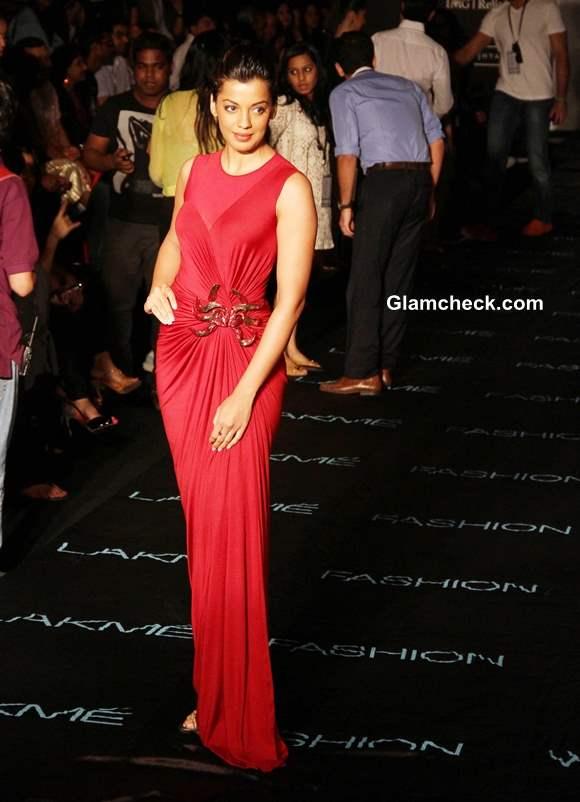 Mugdha Godse in Amit Agarwal Gown at LFW Winter-Festive 2013