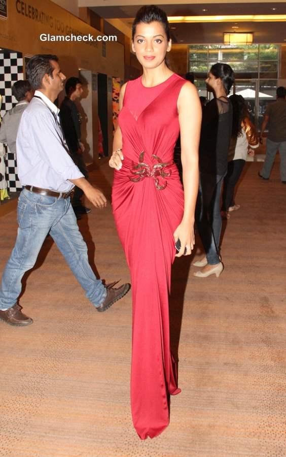 Mugdha Godse in Amit Agarwal Red Gown at LFW Winter-Festive 2013