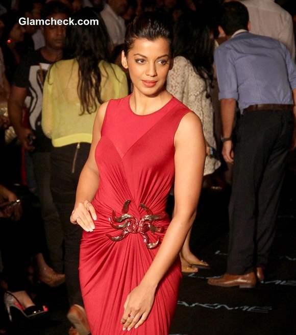 Mugdha Godse in Amit Agarwal at LFW Winter-Festive 2013
