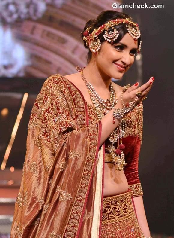 Parineeti Chopra 2013 pictures at Yash Chopra Fashion Show