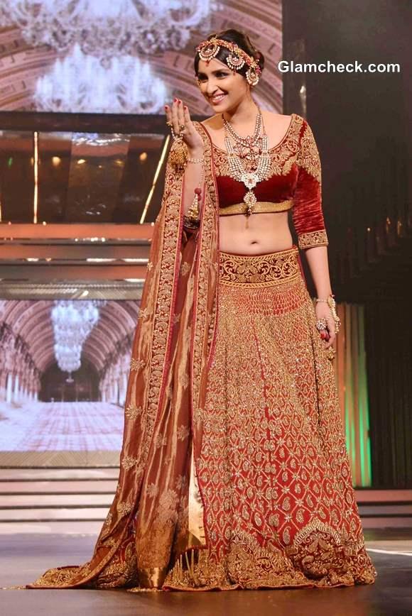 Parineeti Chopra Gorgeous in Lehenga at Yash Chopra Fashion Show