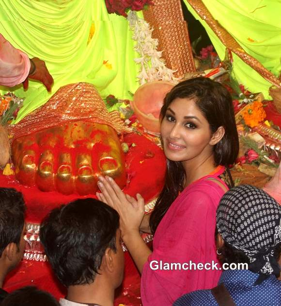 Pooja Chopra visits Lalbaughcha Raja 2013