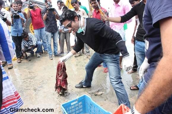 Prateik Babbar for Juhu Beach Cleanup Drive