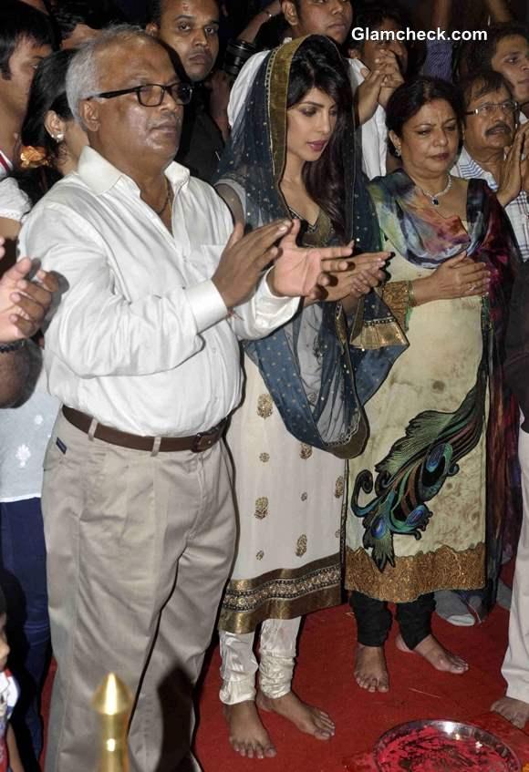Priyanka Chopra Prayers at Andheri Cha Raja 2013