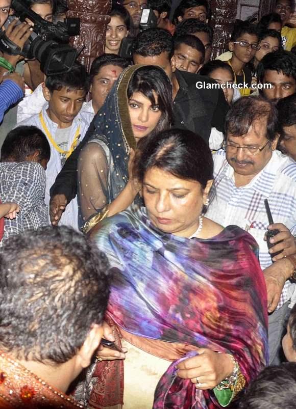 Priyanka Chopra visits Andheri Cha Raja 2013