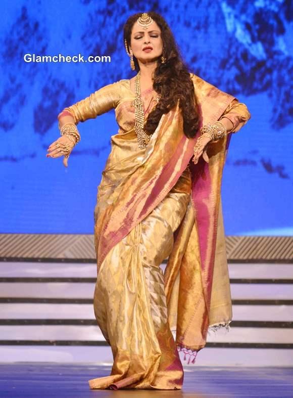 Rekha Pays Tribute to Late Yash Chopra 2013