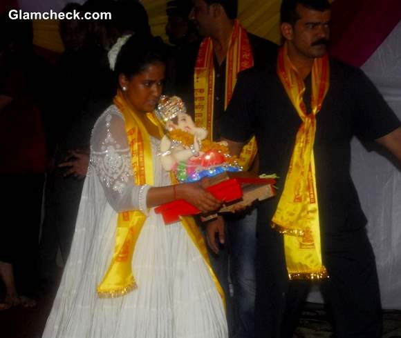 Salman Khan sister Arpita Khan during the immersion of an idol of Lord Ganesh after one and half day in Mumbai