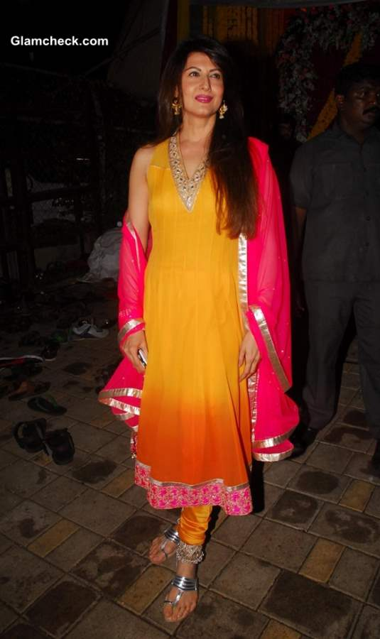 Sangeeta Bijlani at Salman Khans residence for the immersion of Ganesha Idol