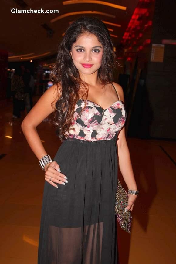 Sheena at Premiere of Raqt in Mumbai