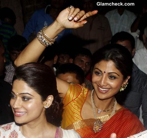 Shilpa Shetty and Shamita shetty at Ganesh Visarjan 2013