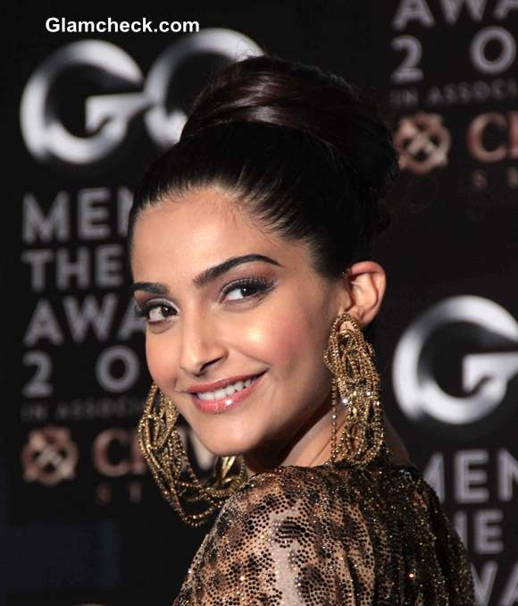 Sonam Kapoor 2013 Hairstyle Makeup at GQ Men of the Year Awards