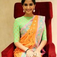 Sonam Kapoor 2013 pictures Manish Arora Sari at Filmfare Magazine New Look Unveiling