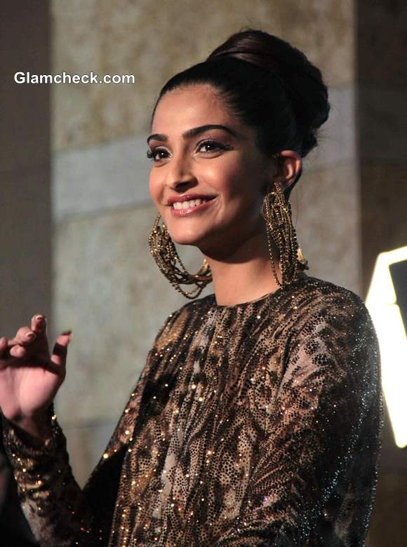 Sonam Kapoor at GQ Men of the Year Awards 2013 Pictures