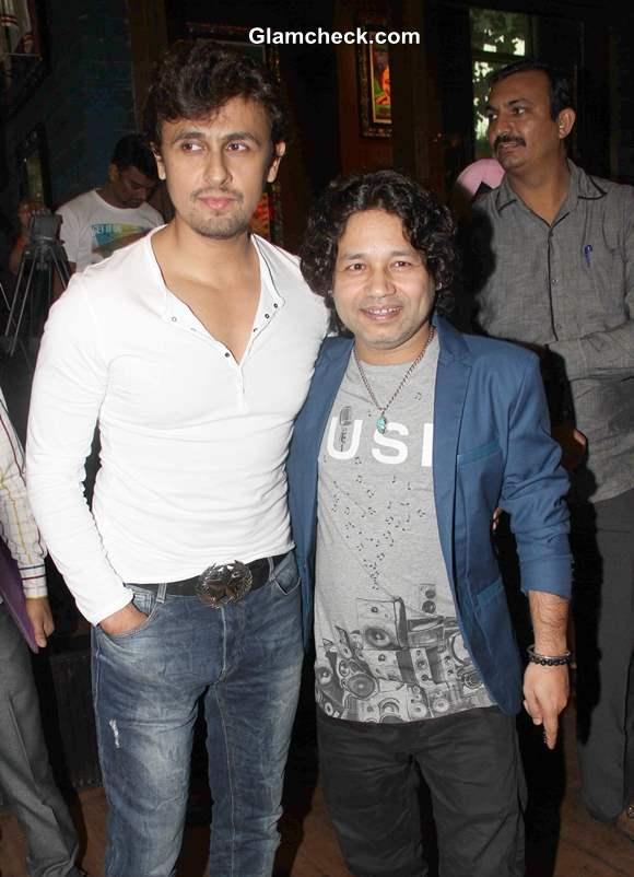 Sonu Nigam and Kailash Kher at Music release of Baat Bann Gayi in Mumbai