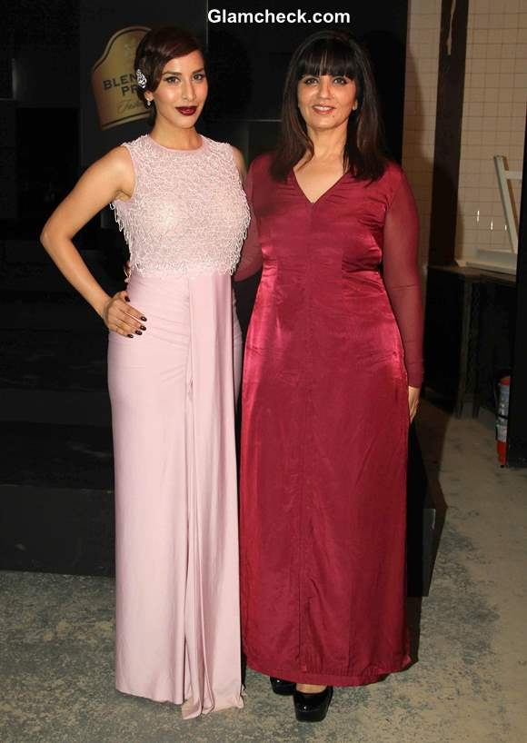 Sophie Choudry with  Neeta Lulla at Blenders Pride Fashion Tour 2013 Preview