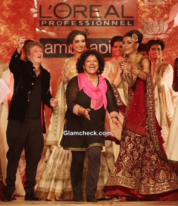 Sushmita Sen Walks for Rohit Bal at Ambika Pillai Salon Opening 2013
