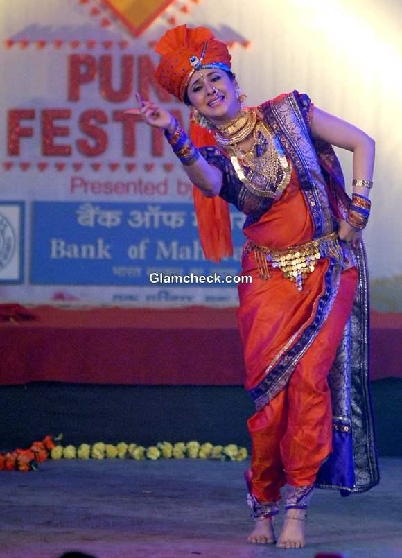 Urmila Matondkar dance performance at the Pune festival 2013 in Pune