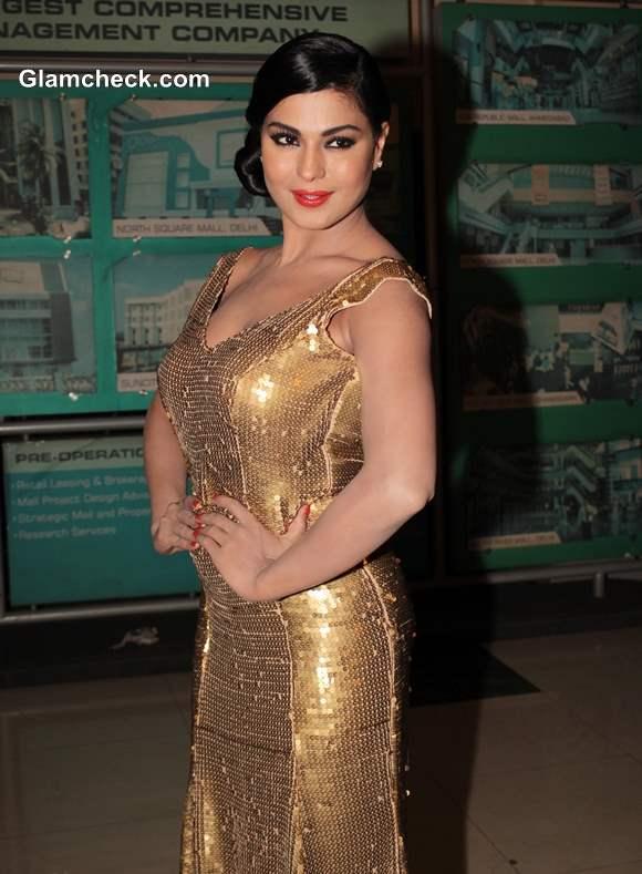 Veena Malik at Premiere of Real Life of Super Model movie