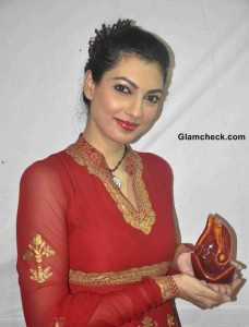 Yukta Mookhey in Red Anarkali on Final Day of Ganesh Chaturthi 2013