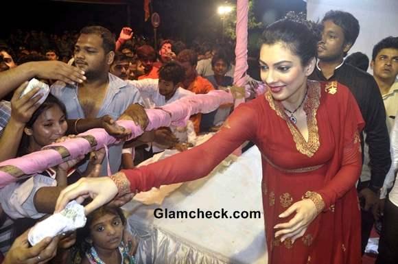 Yukta Mookhey Red Anarkali on Final Day of Ganesh Chaturthi 2013