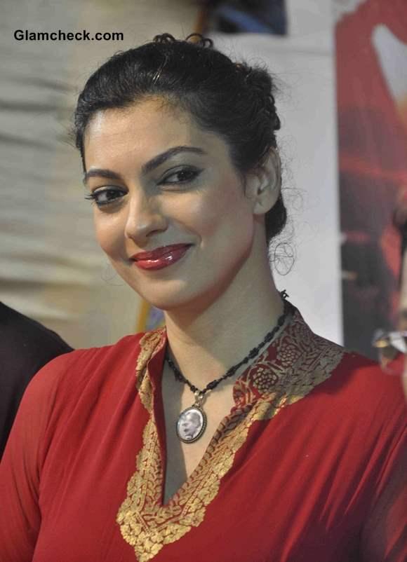 Yukta Mookhey in Red Anarkali Ganesh Chaturthi 2013