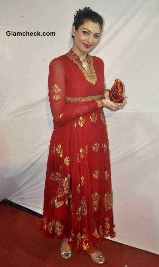 Yukta Mookhey in Red Anarkali on Final Day of Ganesh Chaturthi 2013