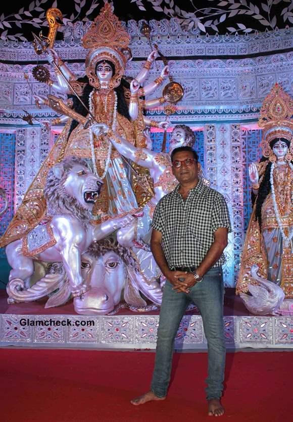 Abhijeet Bhattacharya Organizes Lokhandwala Durgotsav on Durga Puja