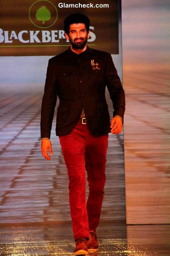 Aditya Roy Kapoor at Blackberry Sharp Nights 2013